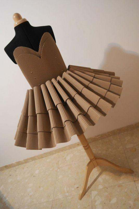 מכינה לעיצוב ואדריכלות במכללת קונספט | עיצוב: ענת אביב- שמלת קרטון