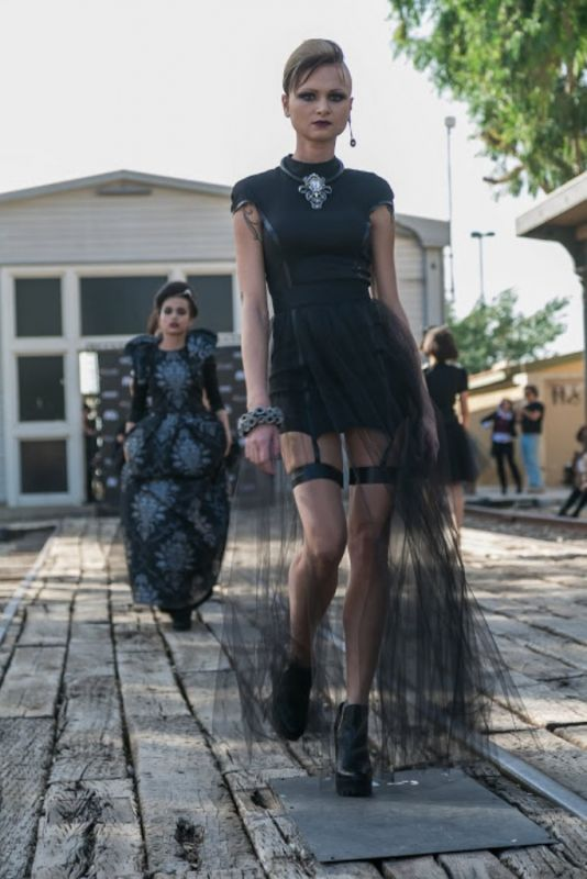 קורס עיצוב אופנה ובניית מיתוג אישי במכללת קונספט | תצוגת אופנת בלאק פריידי במתחם התחנה בתל אביב