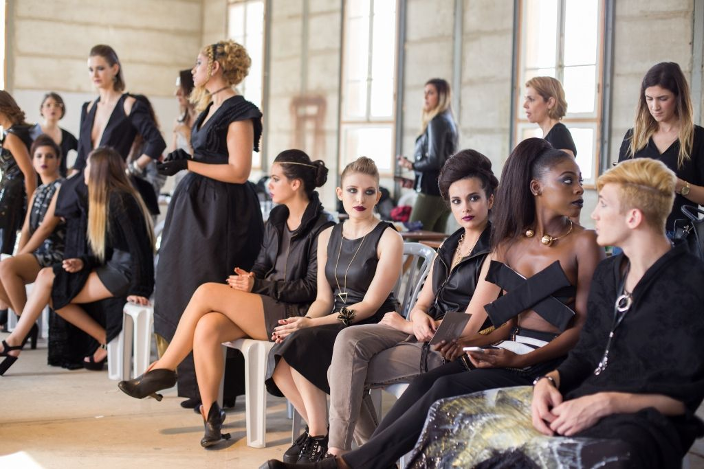 קורס עיצוב אופנה ובניית מיתוג אישי במכללת קונספט | תצוגת האופנה בלאק פריידי
