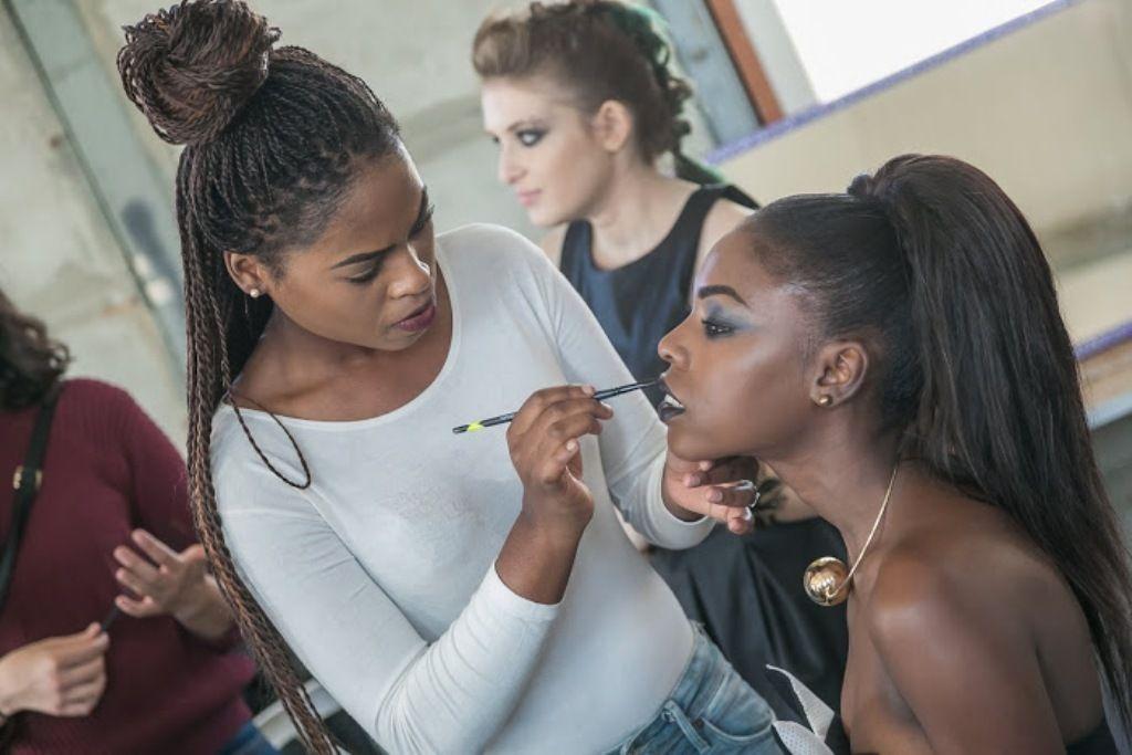 הפקת סטיילינג במכללת קונספט   הכנות לתצוגת אופנה בלאק פריידי