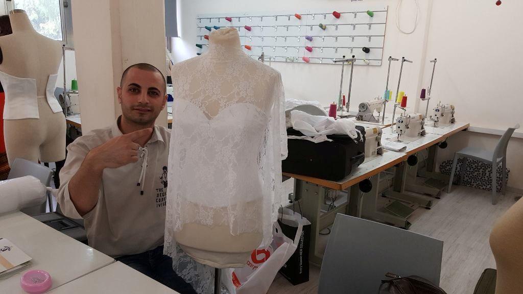 קורס עיצוב שמלות כלה וערב במכללת קונספט | עיצוב: עידו מסארוה עבודה בסטודיו בקונספט